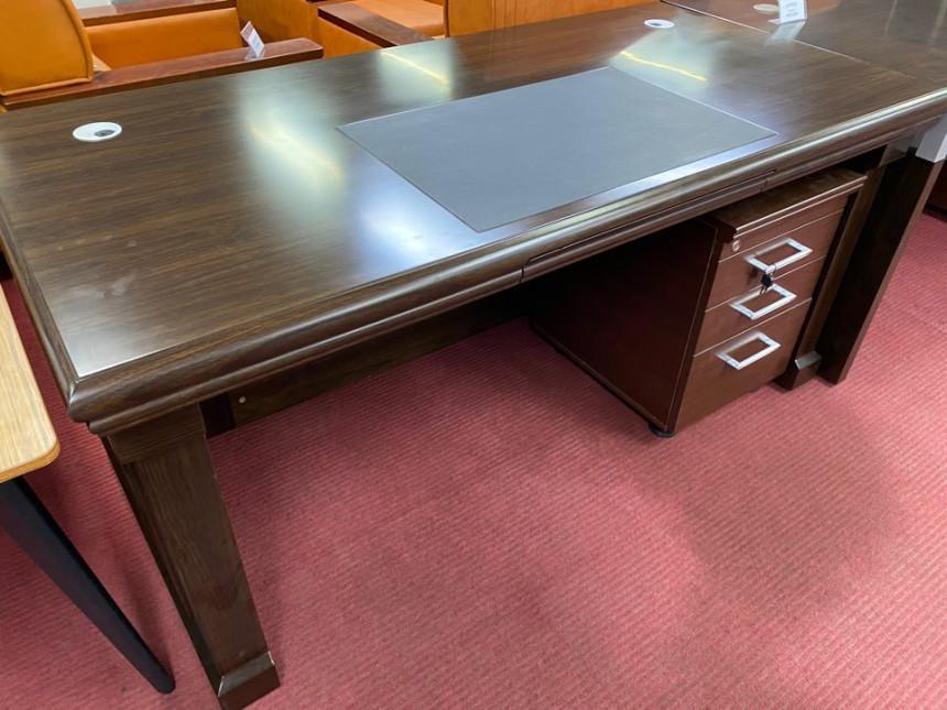 deskA_02.jpg