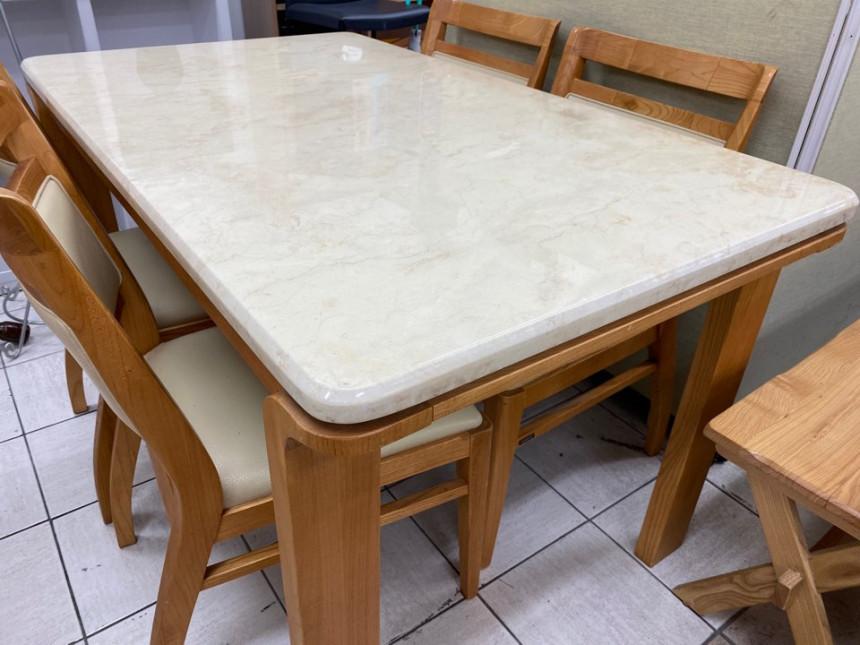 dining_table_02.jpg