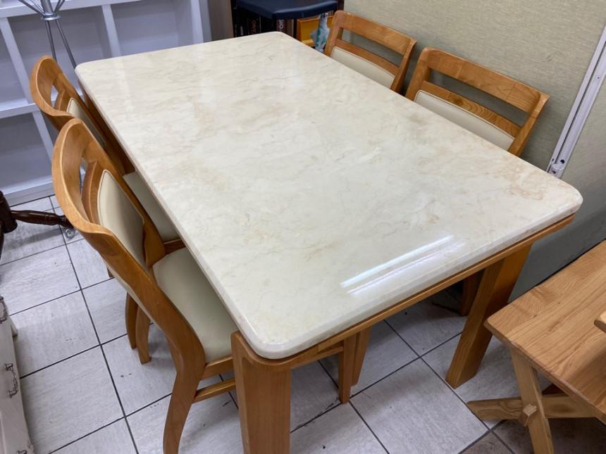 dining_table_01.jpg