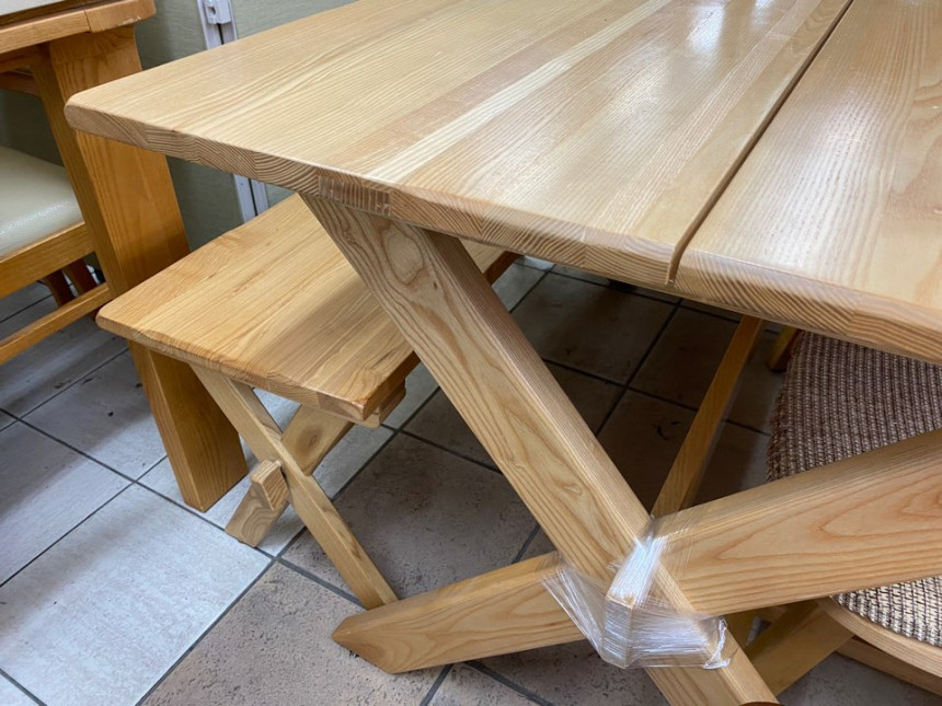 wood_table_04.jpg